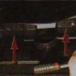 1. Открутите штифт пистона