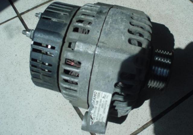 Генератор автомобиля ВАЗ 21114 в снятом виде