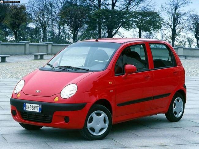 Красный автомобиль Дэу Матиз