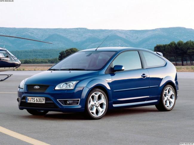 Синий автомобиль Форд Фокус 2