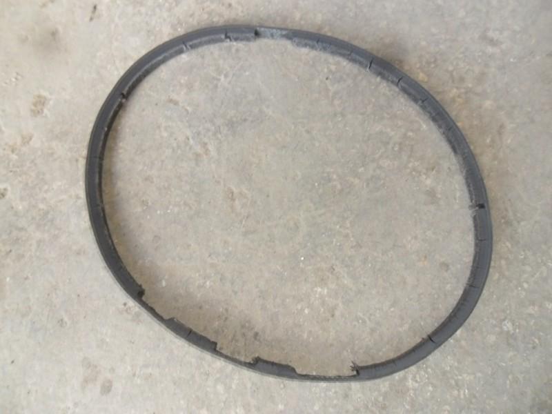 Снятый изношенный ремешок кондиционера