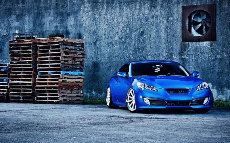 Синий Hyundai Genesis