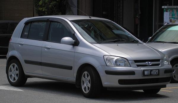 Серый автомобиль Hyundai Getz