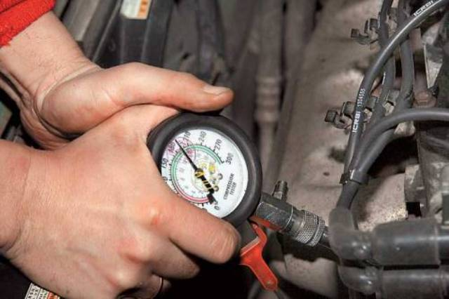Проверка при помощи компрессометра