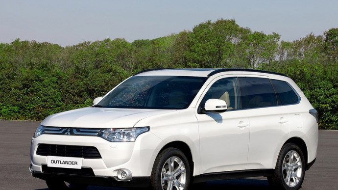 Обзор автомобиля Mitsubishi Outlander III: отзывы владельцев
