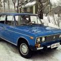 Синий автомобиль ВАЗ 2106
