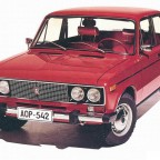 Вишневый автомобиль ВАЗ 2106