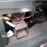 1. Найдите провода подъемников вашего авто
