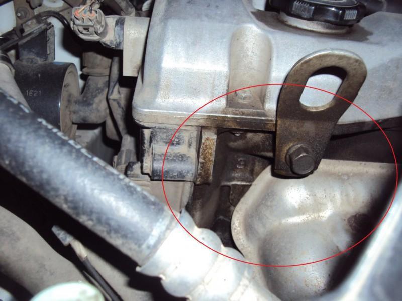 Протечка расходного материала из-под крышки клапанной