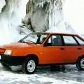 Автомобиль ВАЗ 2109 оранжевого цвета