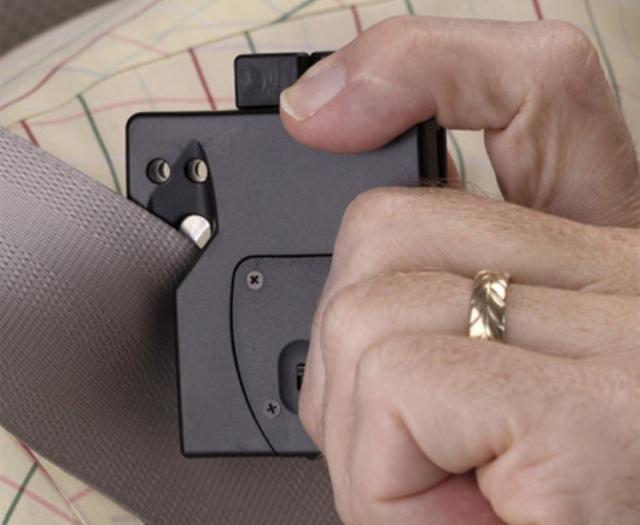 Специальный нож, использующийся для разрезания ремней безопасности