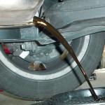 2. Подождите, пока не сольется вся «отработка», после чего емкость можно убрать в сторону, а поддон - демонтировать.