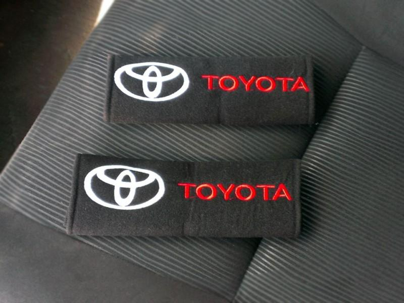 Аксессуар для ремней безопасности с логотипом Тойота