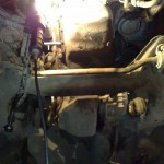3. Открутив несколько винтов, отсоедините агрегат от мотора.