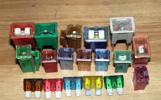 Электропредохранители разных типов и разной мощности