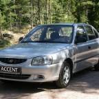 Серебристый автомобиль Hyundai Accent