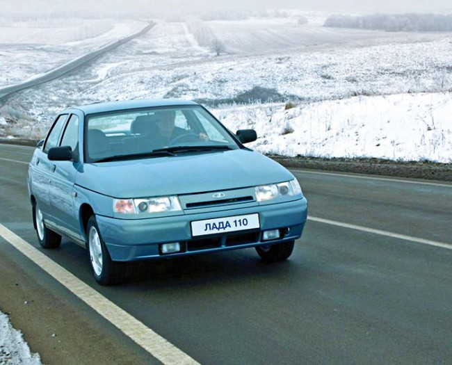 Голубой автомобиль ВАЗ 2110
