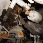 После открутите кулису КПП и заднюю опору мотора