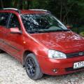 Красный автомобиль Лада Калина
