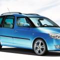 Синий автомобиль Skoda Roomster