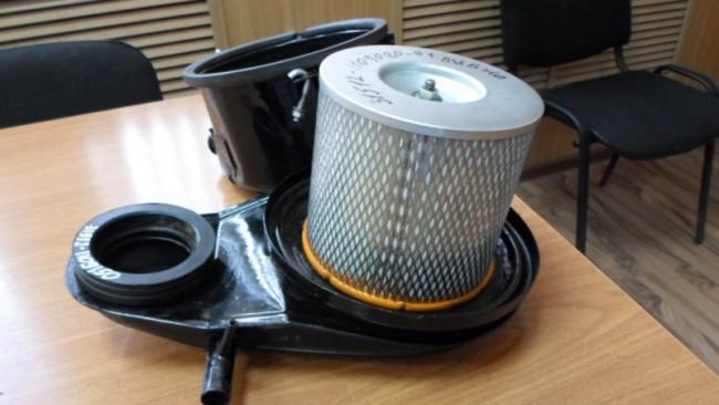 Воздушный фильтр с корпусом на УАЗ