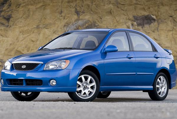 Синий автомобиль Киа Спектра