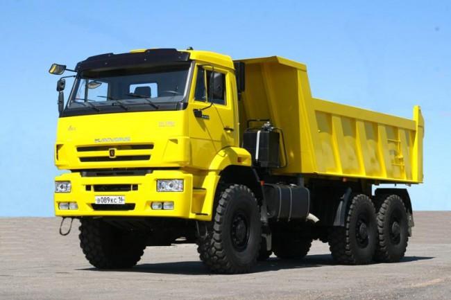 Автомобиль желтого цвета КамАЗ