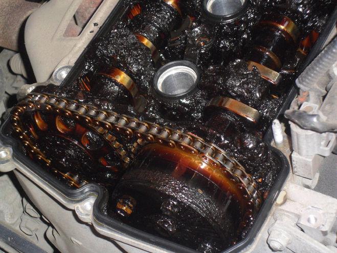 Отложения в двигателе в результате смешивания ММ
