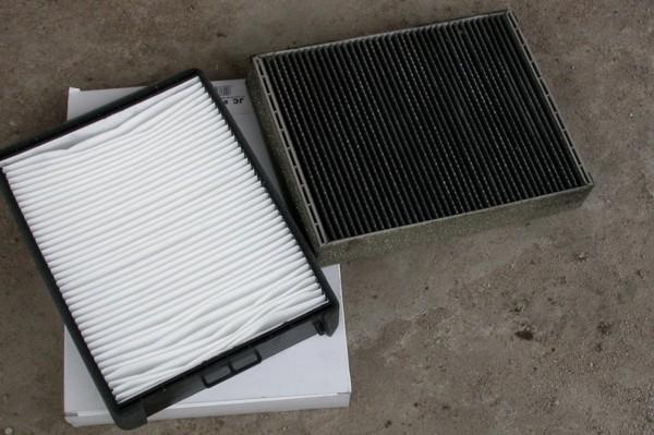Новый и старый салонные фильтры для авто