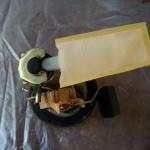 Демонтируйте ТФ грубой очистки, на фото фильтр с бензонасосом.