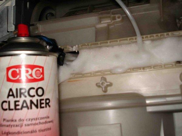 Очистка кондиционера автомобиля с помощью пены