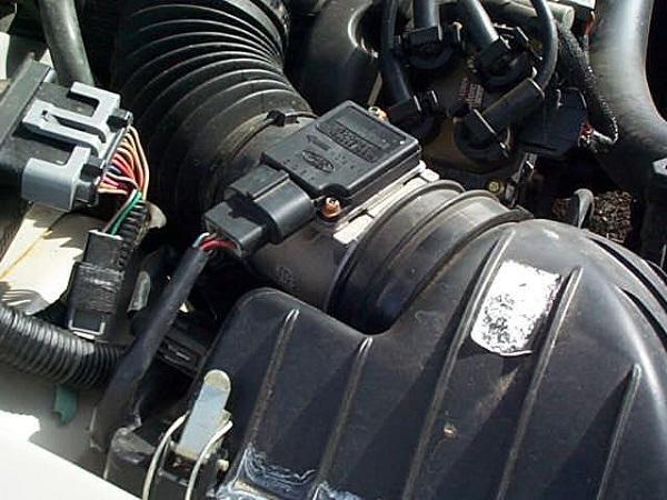Расположение расходомера в моторном отсеке