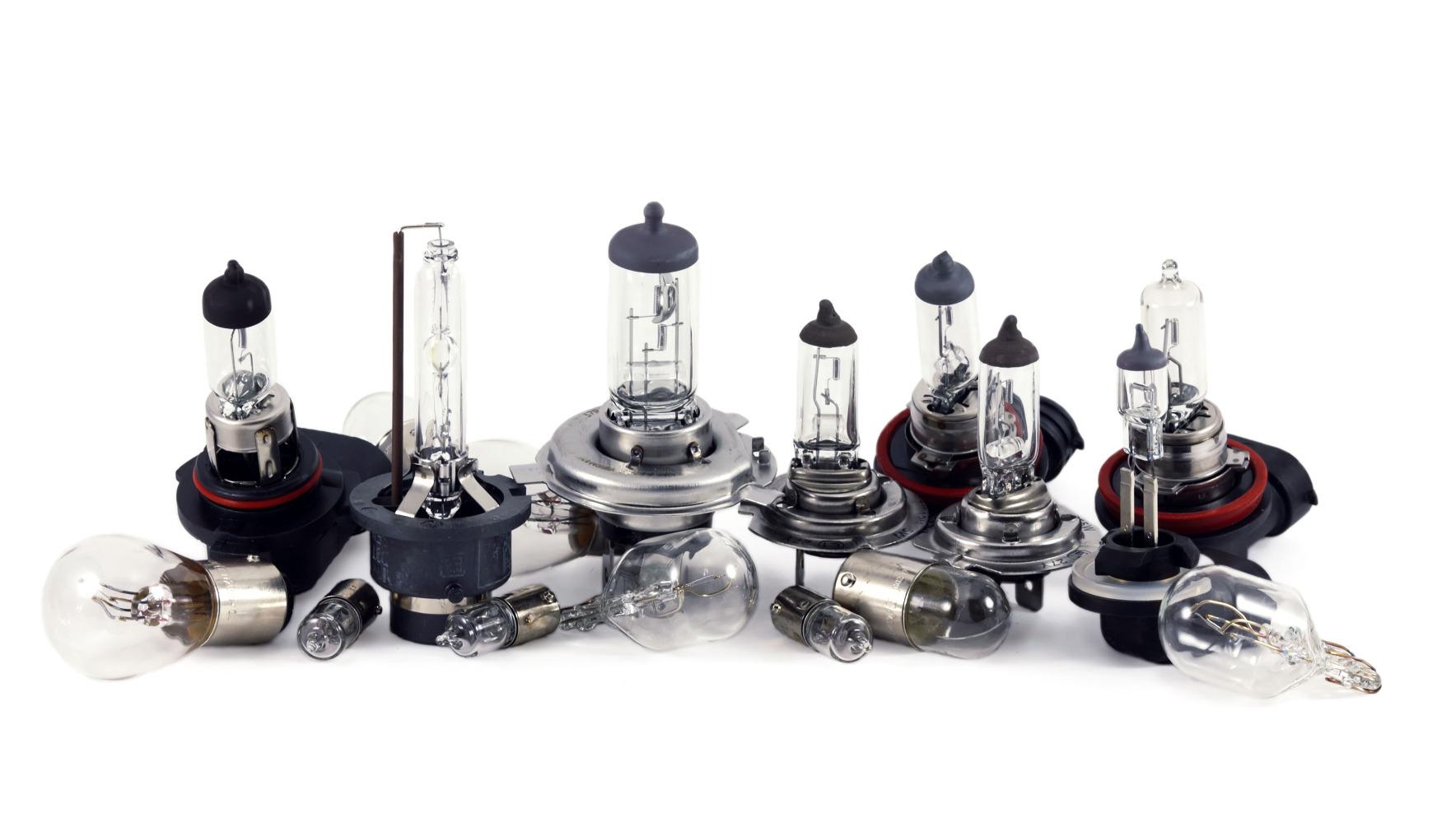 Несколько типов лампочек для авто