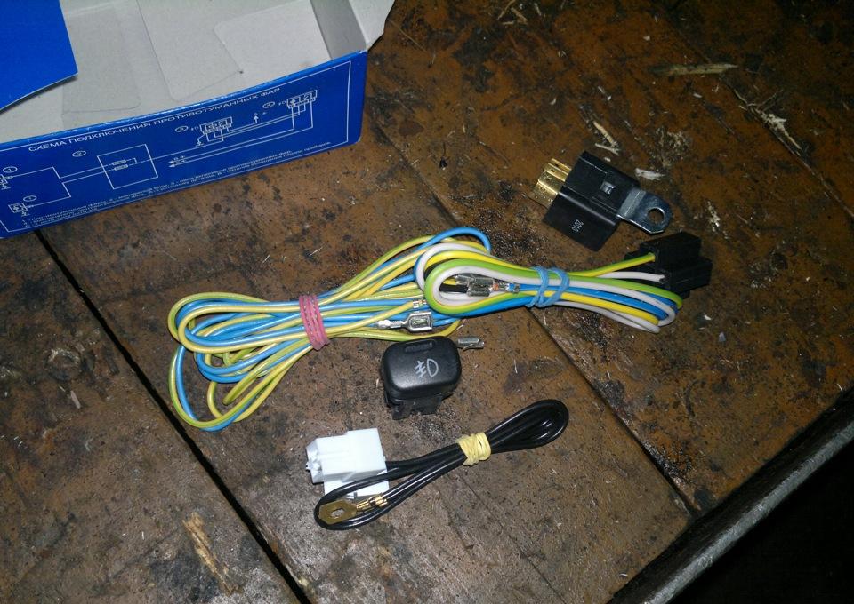 Комплект из проводов, переключателя и реле для монтажа ПТФ