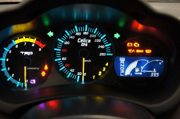 Значения всех сигналов на панели приборов автомобиля