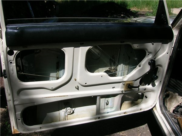Дверь без обшивки и механизма стеклоподъемника