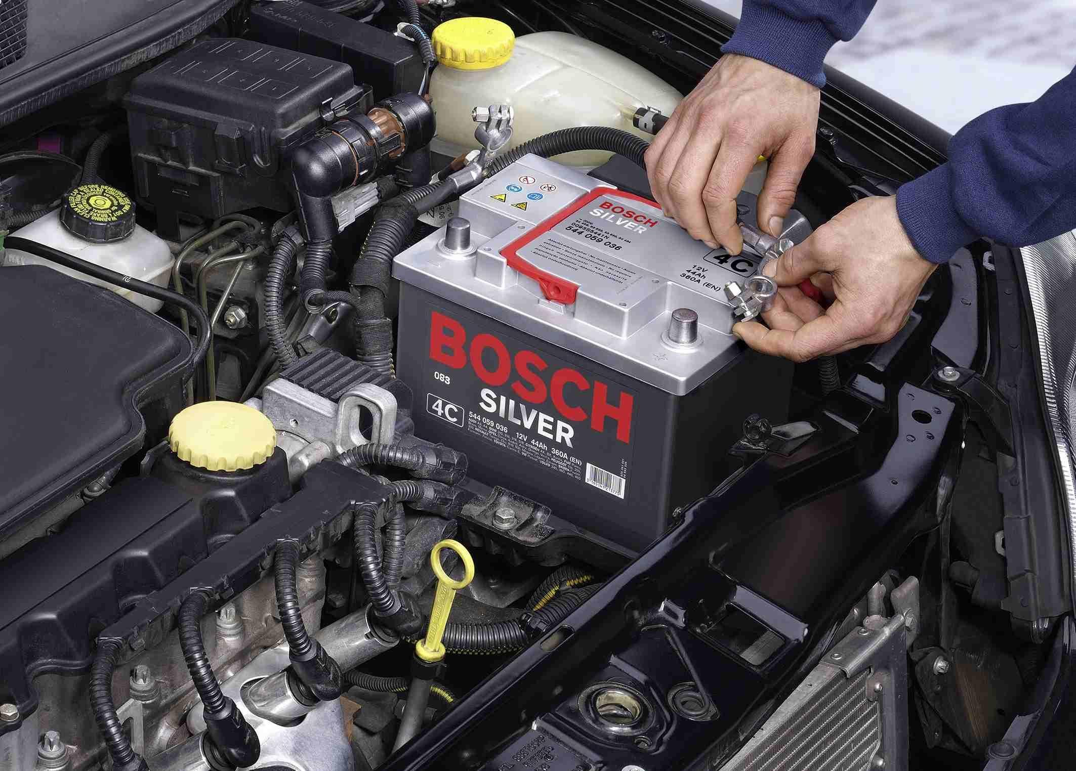 Отключение клемм батареи машины