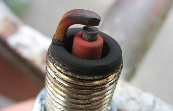 Красно-коричневый нагар на устройстве