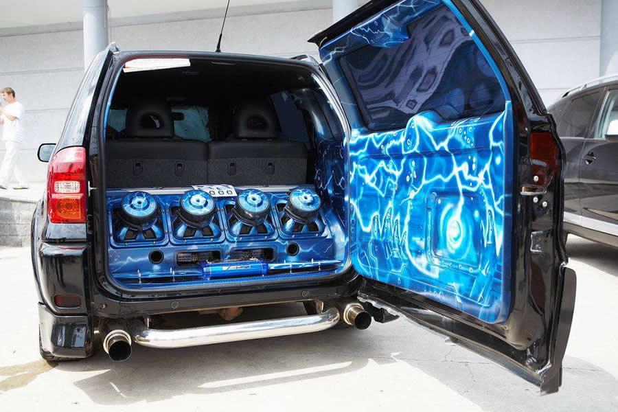 Усилитель звука в авто