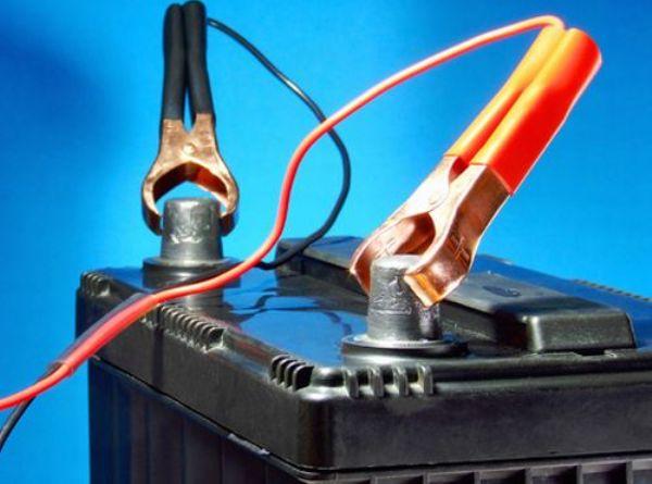 Правильно заряжаем аккумулятор своего железного друга зарядным устройством