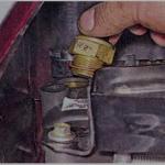 Выкрутите датчик и произведите его замену на новый регулятор.