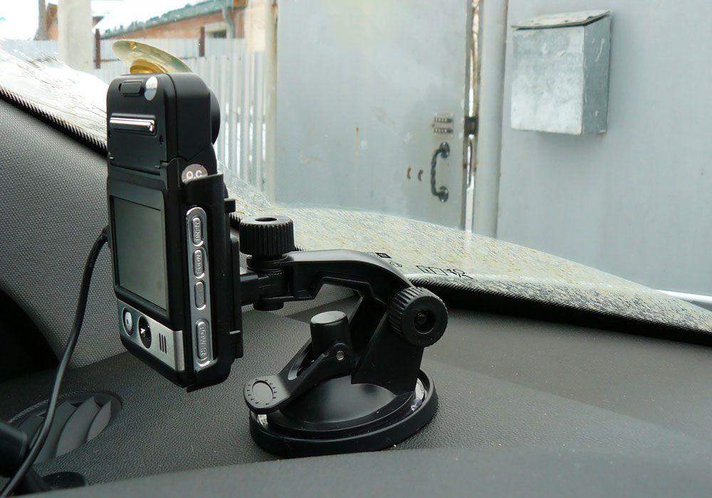 Автомобильный видеорегистратор под лобовым стеклом