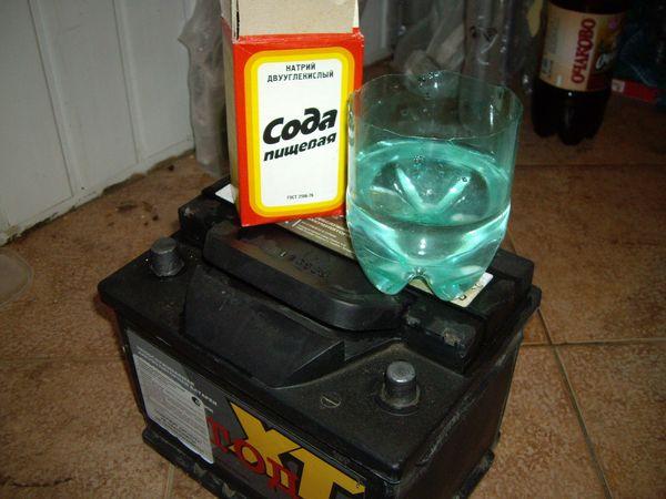 Сода с водой для очистки аккумулятора
