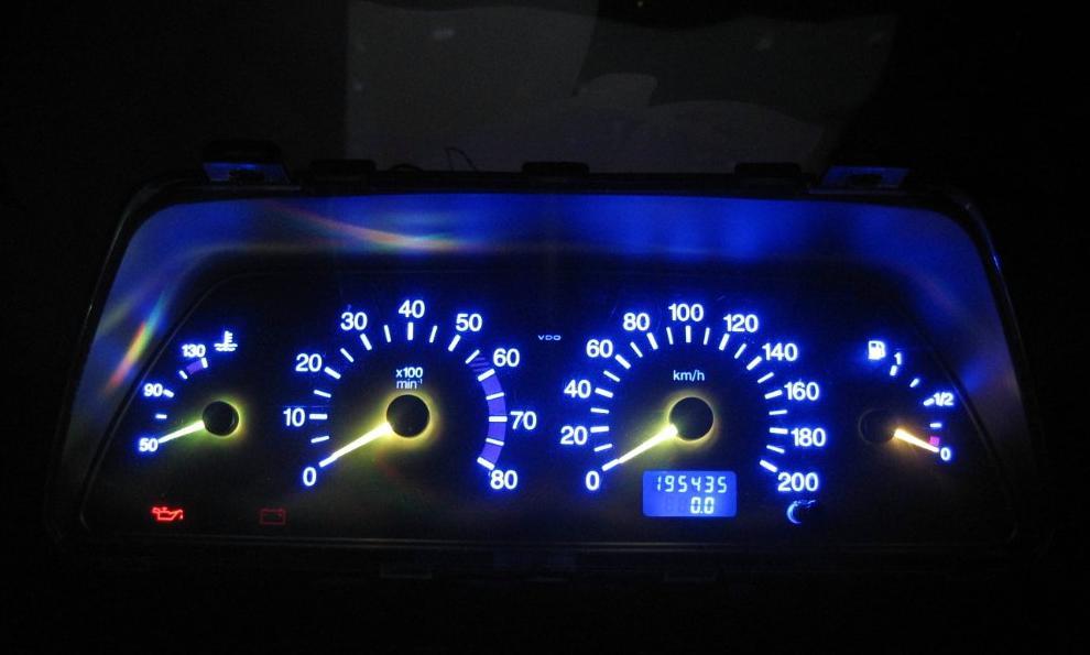 Приборка «десятки» с установленными светодиодами