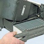Извлеките радиатор и замените на новый.