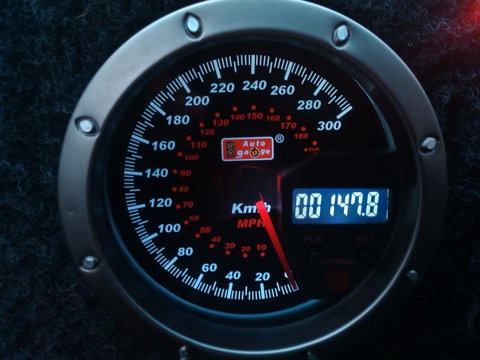 Спидометр автомобиля электронного типа