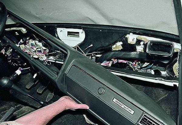 Демонтаж приборки ВАЗ 2107