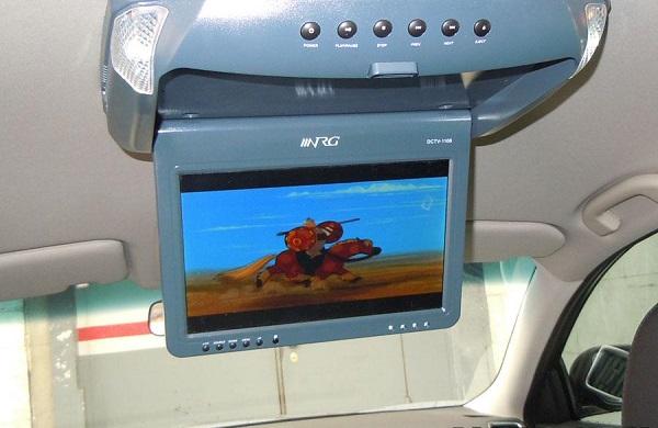 Экран на потолке авто