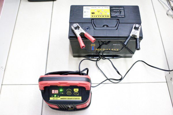 Заряд устройства с помощью ЗУ