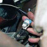 Сначала отсоедините колодку с питающей проводкой от ДПКВ.